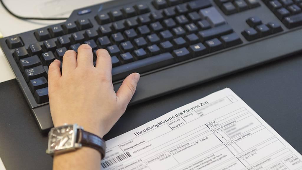 Zuger Kantonsangestellte sollen auch nach der Coronapandemie im Homeoffice arbeiten können. (Symbolbild)