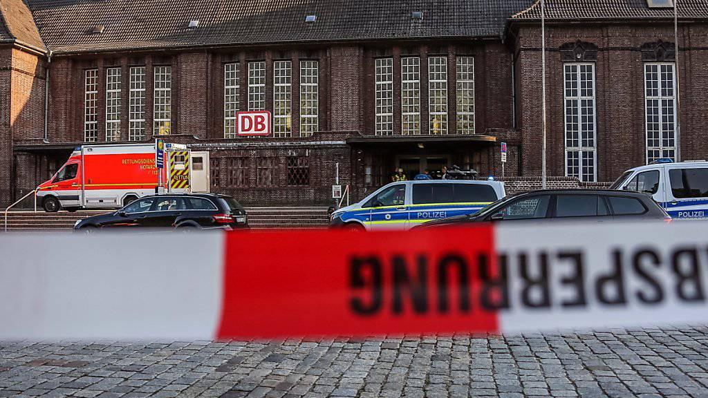 Der Bahnhof im norddeutschen Flensburg wurde nach der Messerattacke evakuiert.