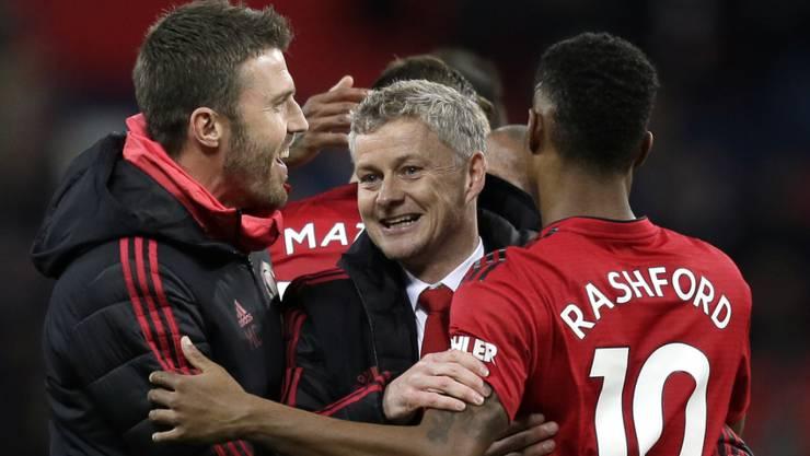 Sorgte bei Manchester United für die Wende: Trainer Ole Gunnar Solskjaer (Mitte).