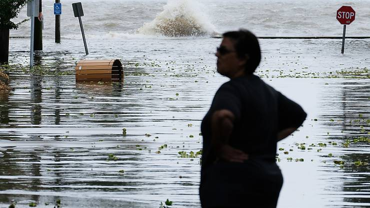 """Tropensturm """"Barry"""" traf am Samstag im Süden der USA auf Land. Er brachte grosse Wassermassen mit sich."""