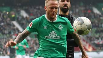 Ein Bild ohne Symbolcharakter: Werder (Kevin Vogt/links) hatte gegen Hoffenheim (Munas Dabbur) die Nase nicht vorne