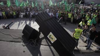 Radikale Palästinenser zeigen in Gaza ihre Waffen