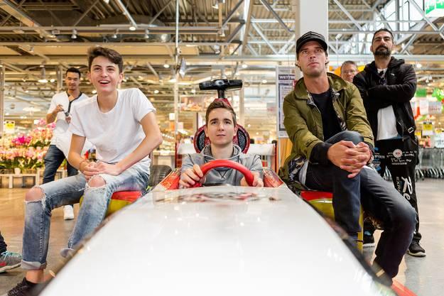 Vujo Gavric beobachtet aufmerksam seine Konkurrenten