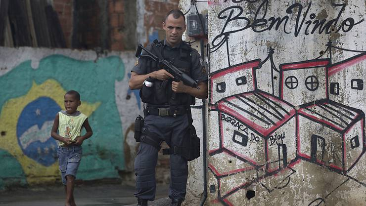 Der verstärkten Polizeipräsenz zum Trotz: Die Mordrate im Bundesstaat Rio de Janeiro ist sprunghaft gestiegen. (Archivbild)