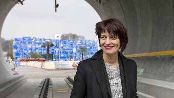 """70 Tage vor der offiziellen Eröffnung des Gotthardbasistunnels eröffnete Bundesrätin Doris Leuthard am Mittwoch im Verkehrshaus Luzern die neue Sonderausstellung """"NEAT - Tor zum Süden"""". Ausgestellt ist ein 15 Meter langer Tunnelabschnitt in Originalgrösse."""