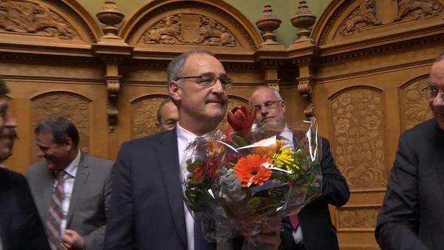 Mit 138 von 237 gültigen Stimmen im dritten Wahlgang gewählt: Guy Parmelin gewinnt das Rennen um den frei gewordenen Bundesratssitz.