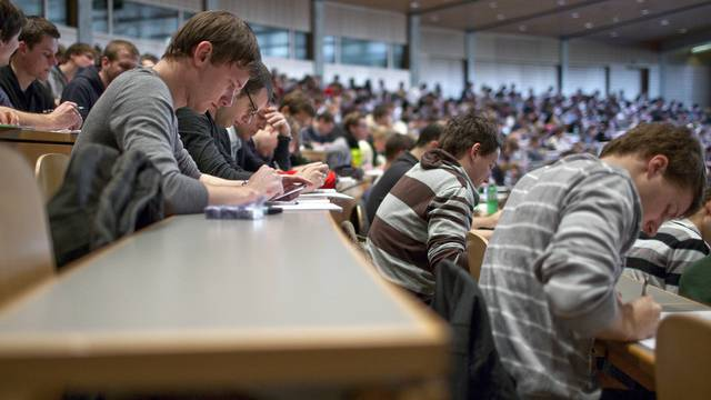 Studierende an der Universität St. Gallen (Archiv)