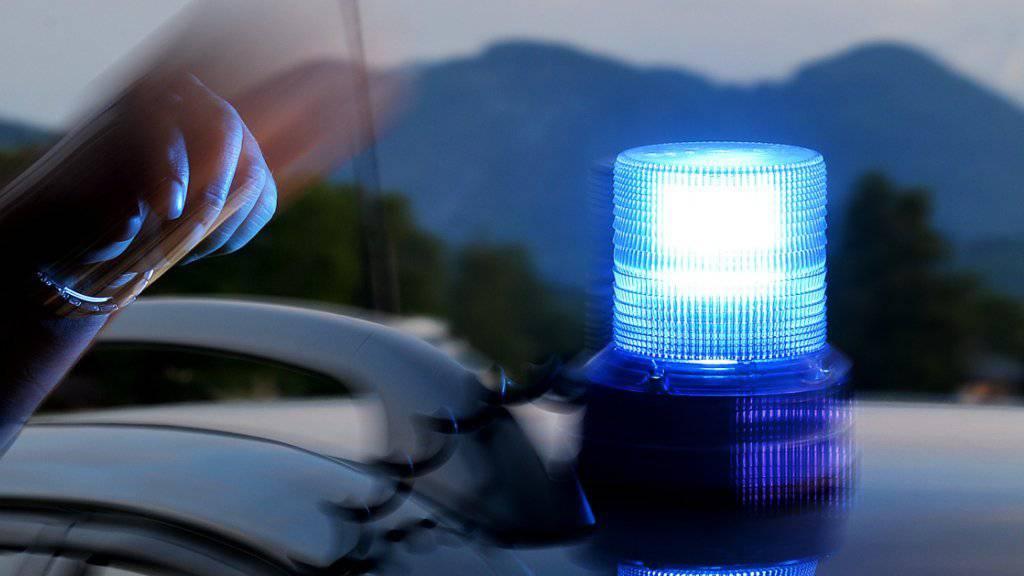 Auf sozialen Medien war von einem Lastwagen die Rede - dabei handelte es sich um einen Personenwagen mit Anhänger und geladenem Auto.
