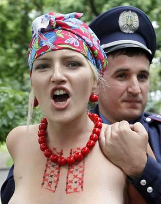 Femen-Aktivistin wird festgenommen