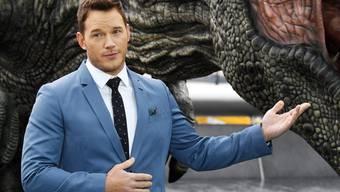 """Zuletzt hat der Schauspieler Chris Pratt mit seiner Rolle in """"Jurassic World"""" von sich reden gemacht. Jetzt macht er öffentlich, dass Katherine Schwarzenegger und er ein Paar sind."""