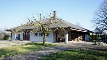 Das reformierte Gemeindehaus ist im Garten mit diversen Spielgeräten ausgerüstet.