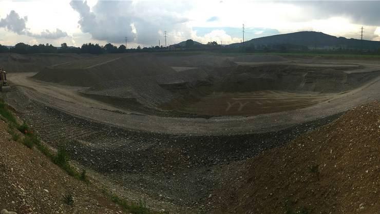 Die Kiesgrube bei Rheinfelden wird dereinst zu einer Deponie. Im oberen Fricktal fängt die Suche nach einem Standort von vorne an. nbo/Archiv