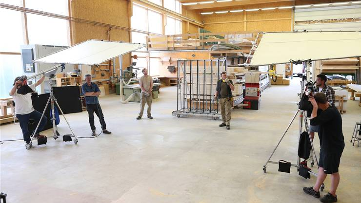 Ein Tag lang war die Produktionshalle ein Filmstudio.Bild: zvg