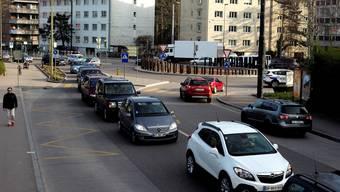 Bestandteil von Elba ist eine Umfahrung für Allschwil (im Bild die Kreuzung Baslerstrasse/ Grabenring im Feierabendverkehr).