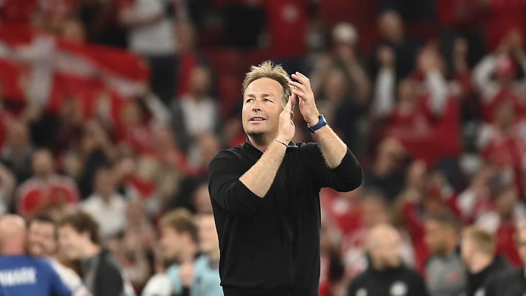 Dänemarks Trainer Kasper Hjulmand bedankt sich in Kopenhagen für den Support.