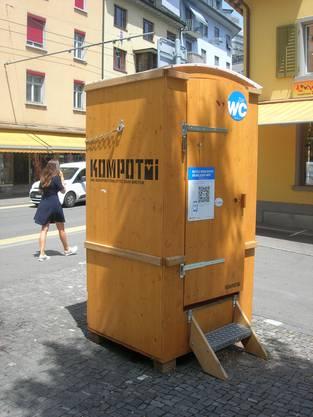 """Am Schlierefäscht stehen 20 """"heimelige"""" Holztoiletten auf denen die Besuchern sich erleichtern können."""