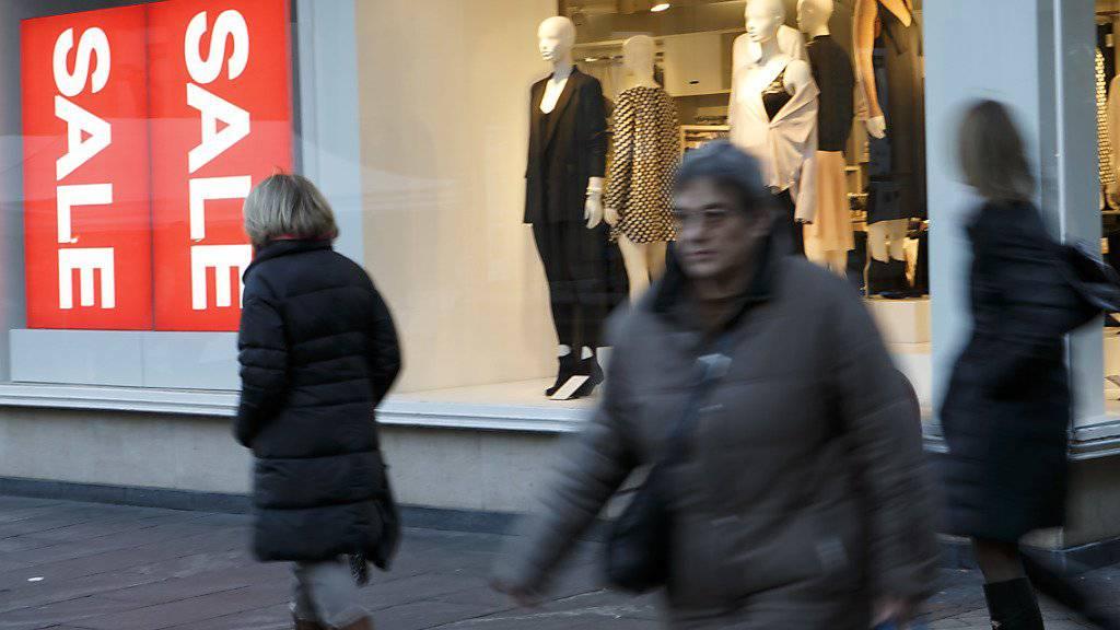 Unter anderem wegen hoher Preisnachlässe musste H&M im vergangenen Jahr einen deutlichen Gewinnrückgang hinnehmen.