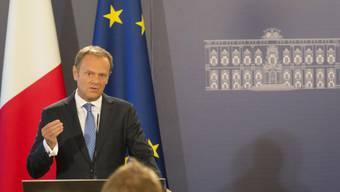 """EU-Ratspräsident Donald Tusk (links) hat am Freitag in Malta die EU-Leitlinien für die Brexit-Verhandlungen vorgestellt. Der aktuelle EU-Vorsitzende, Maltas Regierungschef Joseph Muscat, prophezeite """"harte Verhandlungen""""."""