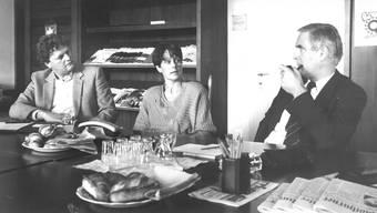 Die Kontrahenten bei den Regierungs-Ersatzwahlen von 1987 bei einem Streitgespräch (v.r.): Willy Pfund, offizieller FdP-Kandidat, Cornelia Füeg, wilde FdP-Bewerberin, und Rolf Ritschard, der für die SP antrat. (Archiv)