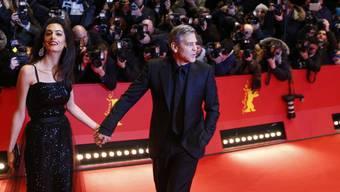 Sie sorgen an der Berlinale auch neben dem Roten Teppich für Gesprächsstoff: Amal und George Clooney