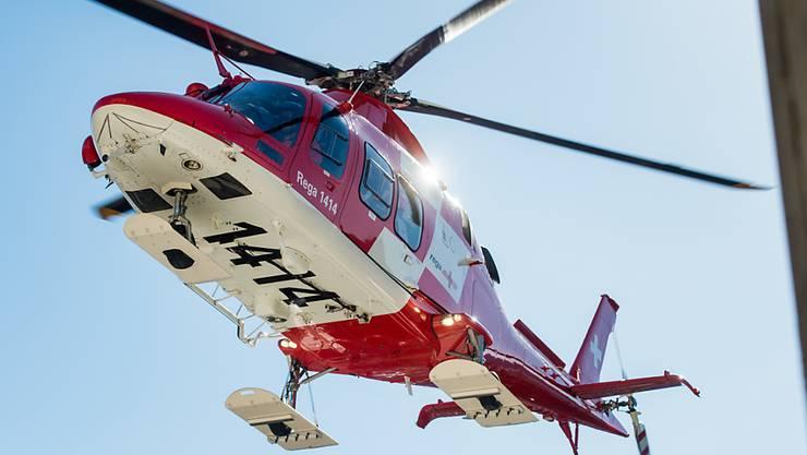 Ein Helikopter der Rega war an der Suchaktion beteiligt. (Archivbild)