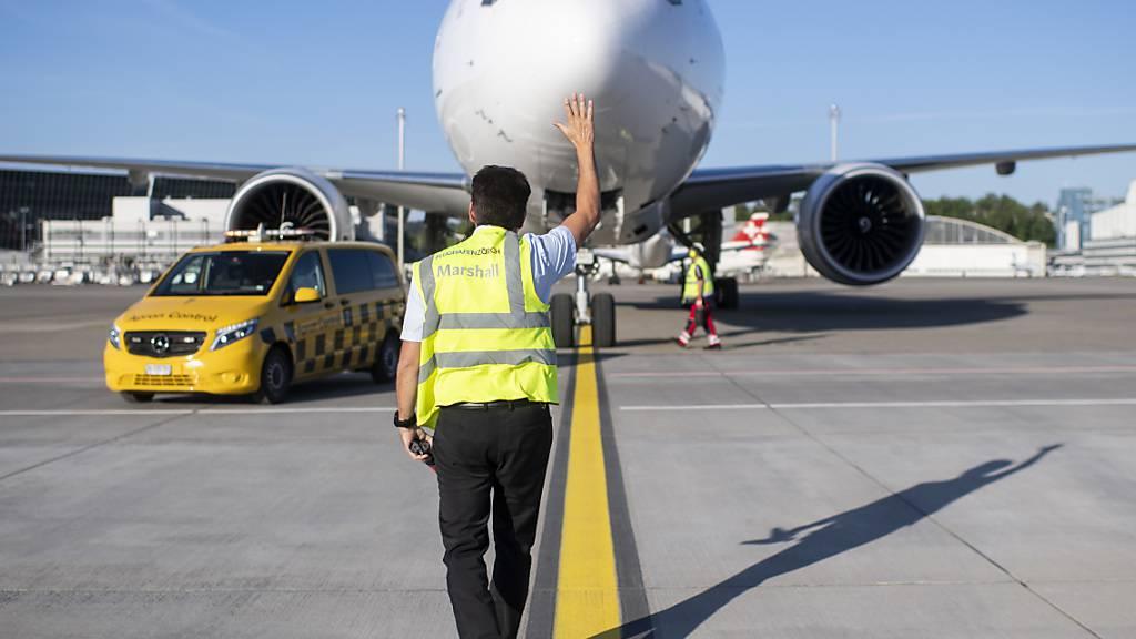 Im Kanton Zürich wohnhafte Reiserückkehrer aus Risikoländern werden am Flughafen Zürich erfasst. (Symbolbild)