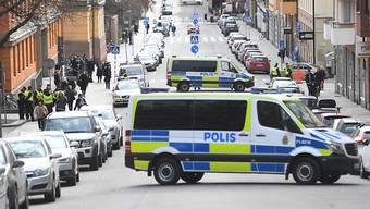 Strenge Sicherheitsvorkehrungen: Die Polizei blockiert die Strasse vor dem Gerichtsgebäude, wo die Verhandlung stattfindet.