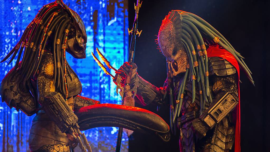 Cosplayer performen auf der Bühne der  «Fantasy Basel - The Swiss Comic Con 2021» in Basel.