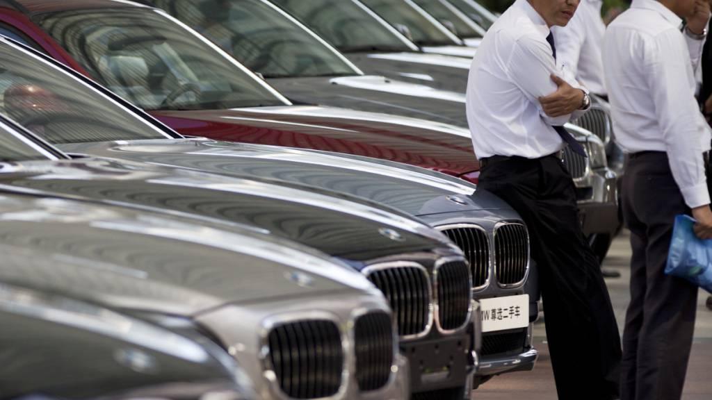 Die gute Nachfrage aus China hilft den deutschen Autobauern BMW, Audi und Mercedes-Benz aus dem Corona-Loch. Vor allem BMW steigerte die Verkäufe im dritten Quartal deutlich.(Archivbild)