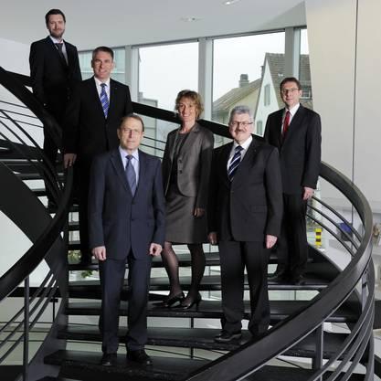 Staatsschreiber Peter Grünenfelder,  Alex Hürzeler (SVP), Peter C. Beyeler (FDP), Susanne Hochuli (Grüne), Roland Brogli (CVP) und Urs Hofmann (SP).