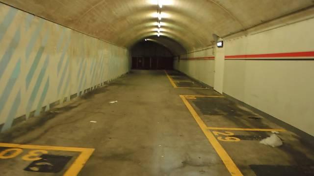 Eigentlich nicht erlaubt und jetzt definitiv nicht mehr möglich: Eine Velofahrt durch die Tunnelgarage.