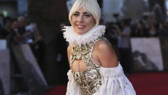 Schreitet Lady Gaga bald aus privatem Anlass in einem weissen Kleid über einen Teppich? Die 32-jährige Sängerin soll sich verlobt haben. (Archivbild)