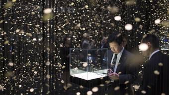 In den Basler Messehallen lagern während der Baselworld teure Uhren und Schmuck. Weniger edel ist jedoch dieBewachung der Exponate (Messestand an der Ausgabe 2013). Keystone