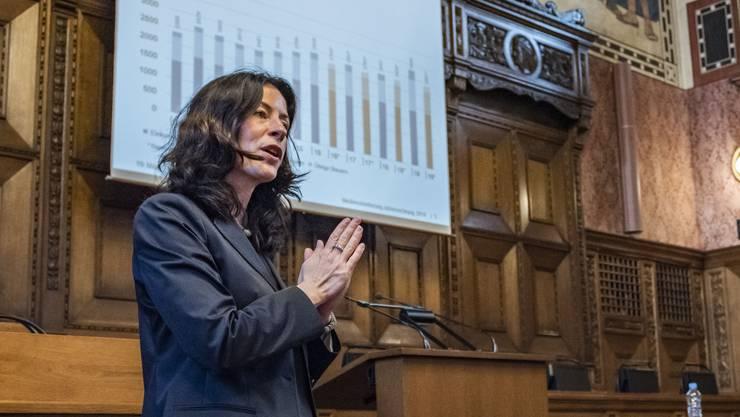 Tanja Soland, Vorsteherin des Finanzdepartements, an der Pressekonferenz zur Jahresrechnung BS (März2020)