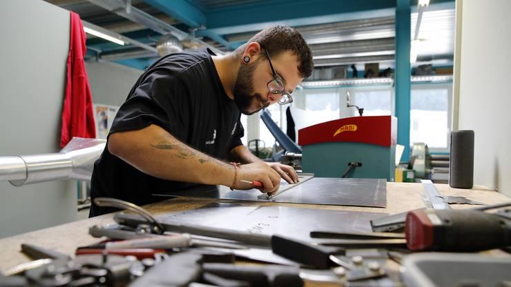 Jonas Gutherz voller Konzentration am Wettkampf an den SwissSkills.