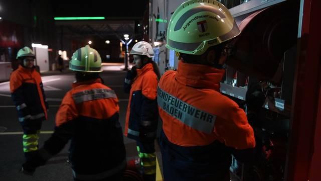 Die jungen Feuerwehrleute im Einsatz.