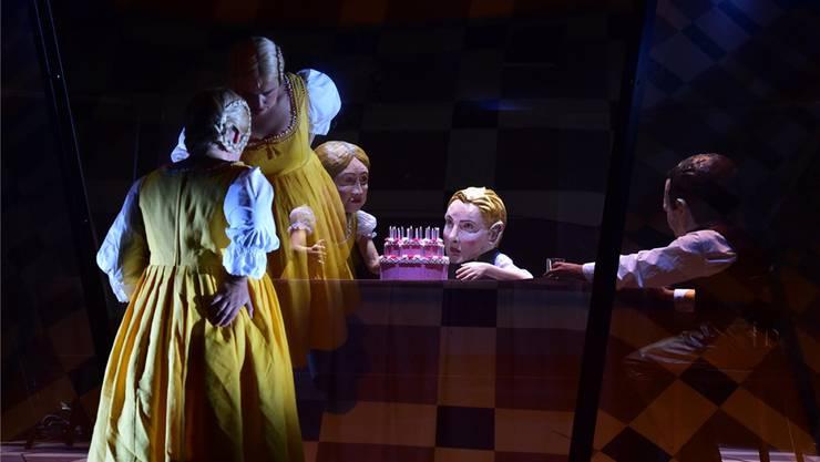 Die Stockhausen-Stiftung bezeichnet Lydia Steiers Inszenierung von «Donnerstag aus ‹Licht›» als «sinnentstellenden». Im Internet ist sie trotzdem zu sehen.