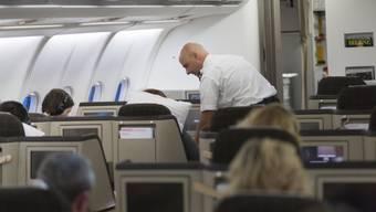 Auch Passagiere der Businessklasse müssen mehr bezahlen (Archiv)