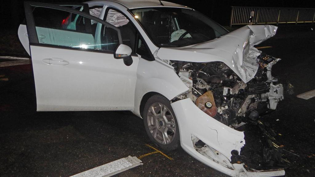 22-jähriger Autofahrer übersieht anderes Auto – sechs Personen verletzt