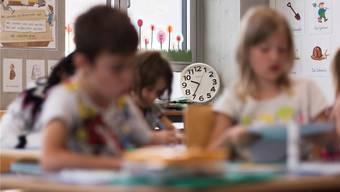 Dauert nicht in jedem Kanton gleich viele Stunden: Die obligatorische Schulzeit.