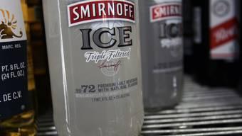Smirnoff-Hersteller Diageo hat im vergangenen Geschäftsjahr vom schwachen Pfund profitiert. (Archiv)