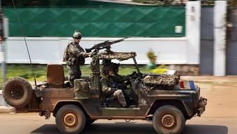 In der zentralafrikanischen Republik wütet Krieg – der UNO-Sicherheitsrat genehmigt die Ausweitung des französischen Einsatzes.