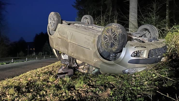 Lenzburg AG, 26. März: Eine 33-jährige Italienerin überschlug sich mehrfach. Sie und der Beifahrer blieben unverletzt.