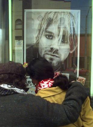 Am 4. April 1994 erschoss sich der Heroin-süchtige Rockstar in seinem Haus in Seattle. Er wurde nur 27 Jahre alt.