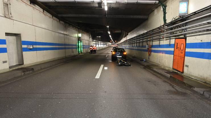 Der verunfallte Motorradfahrer ist mit schweren Verletzungen ins Spital gebracht worden.