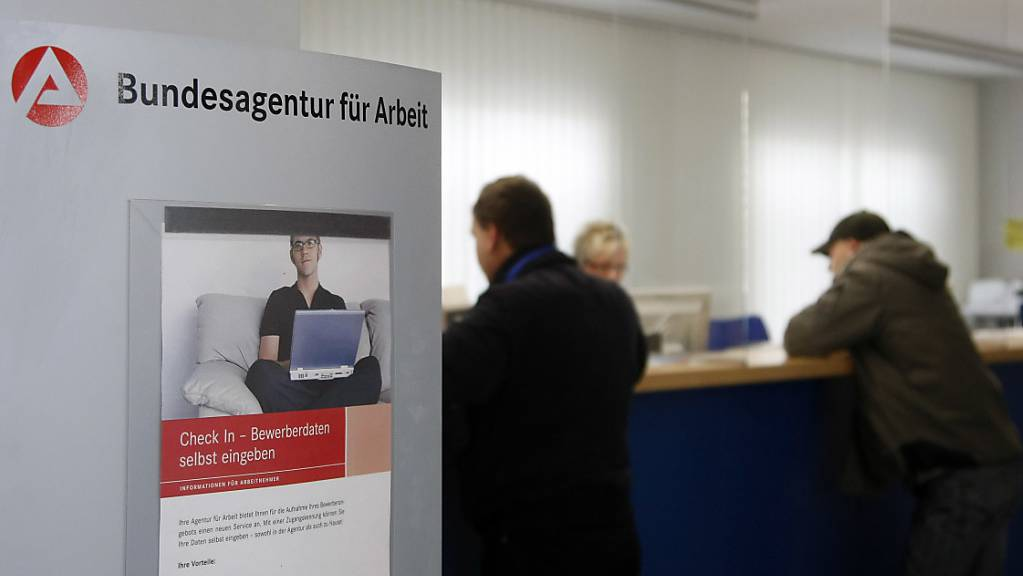 In Deutschland ist die Zahl der Arbeitslosen im August angestiegen. Allerdings erhöhte sich die Arbeitslosigkeit verglichen mit Juli in etwa so wie das jeweils vor den Sommerferien üblich ist. (Archivbild)