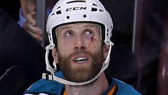 Auch NHL-Star Joe Thornton muss einstecken.