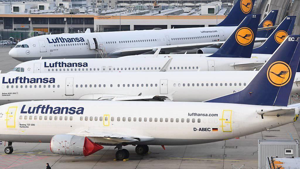 Die Lufthansa-Flieger sollen drei Tage lang am Boden bleiben: Die Gewerkschaft hat den Pilotenstreik vom Mittwoch zunächst auf Donnerstag und nun auch auf Freitag ausgedehnt.