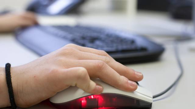 Arbeit am Computer (Symbolbild)
