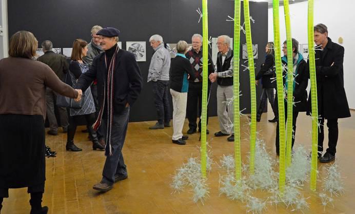 An der Vernissage im Kunstraum Baden wurde der gesellschaftliche Austausch gepflegt. Flavio Brant Alvim